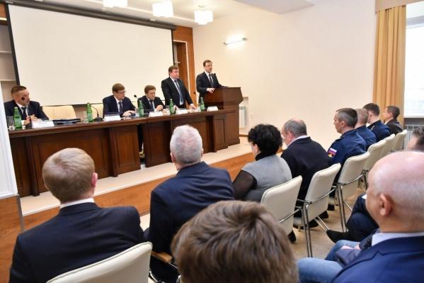 Алексей Соболев (слева от Дмитрия Азарова) до этого работал заместителем управляющего директора «ОДК-Сатурн» в Ярославской области