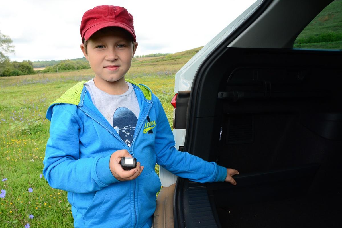 В багажнике есть даже переносной фонарик
