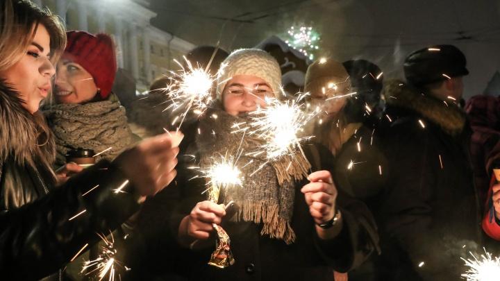 Видео дня: тысячи нижегородцев встретили Новый 2020 год на площади Минина