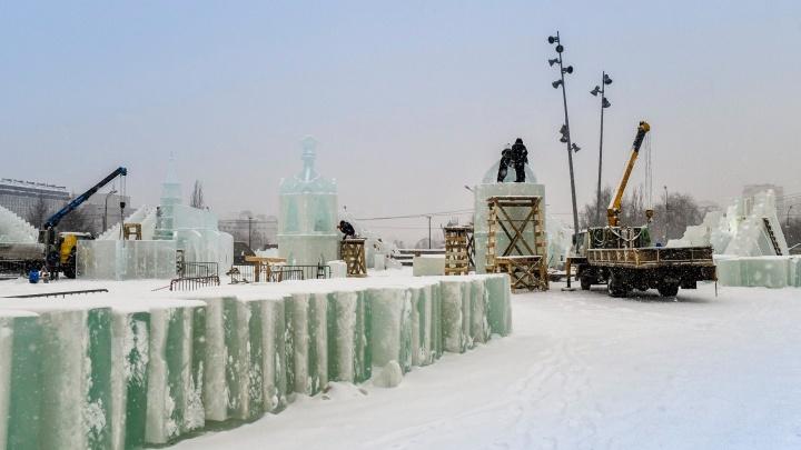 На пермской эспланаде завершают строительство ледового городка. Его откроют 30 декабря