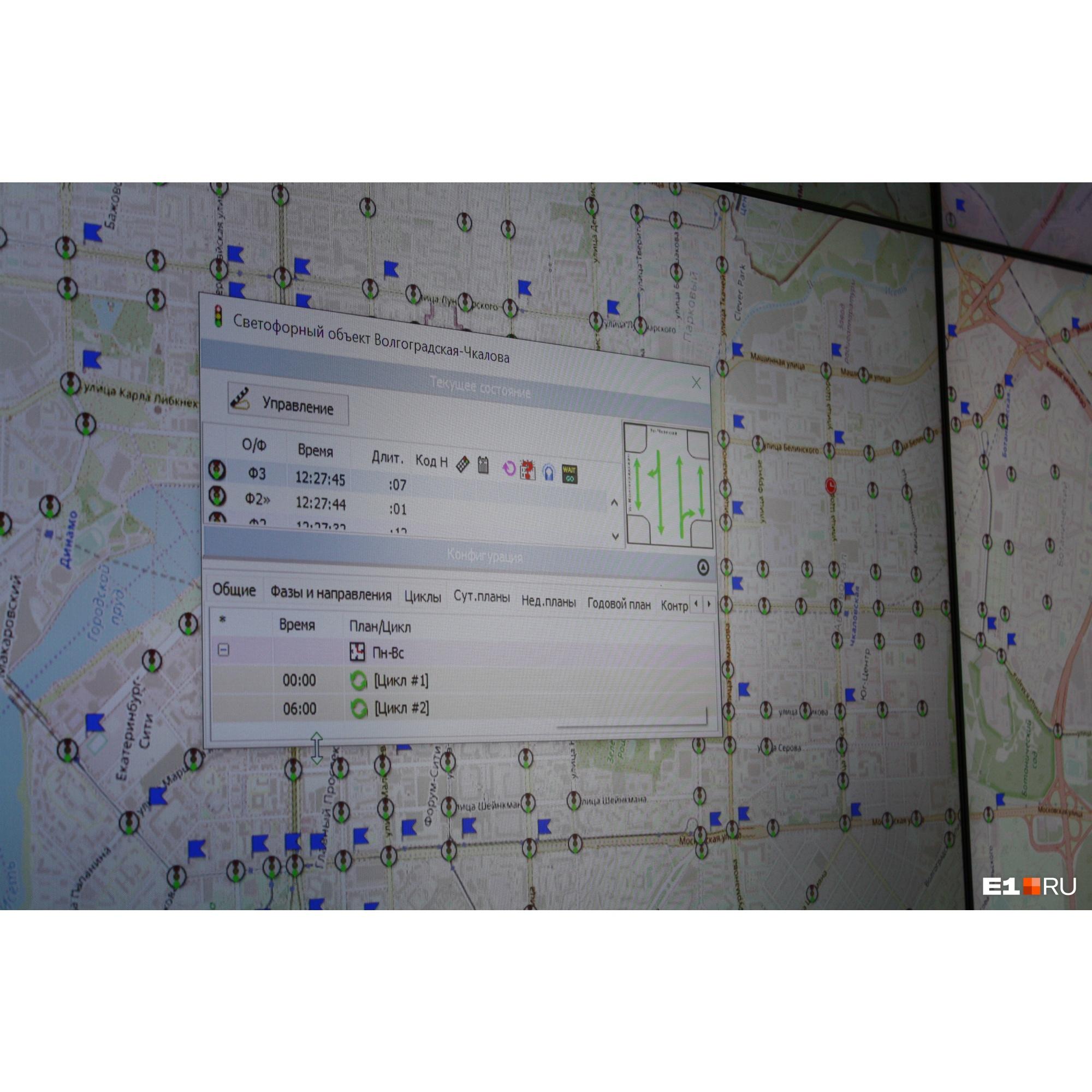С помощьюАСУДД можно регулировать работу любого светофора в городе или настроить автоматику так, чтобы она включала зеленый свет при приближении общественного транспорта, на котором установлен датчик ГЛОНАСС