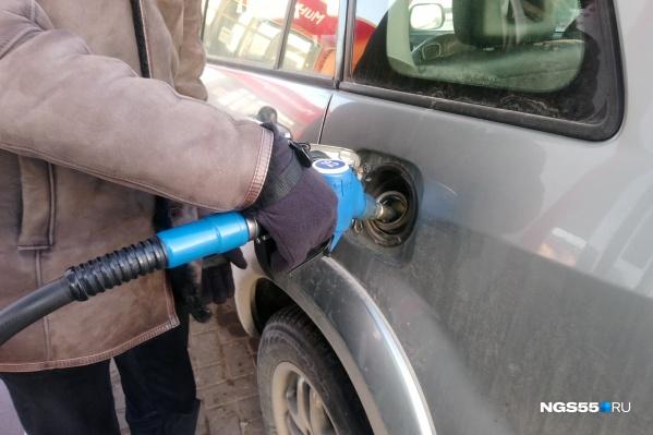 Разница в цене на литр бензина в России и Казахстане — около 17 рублей