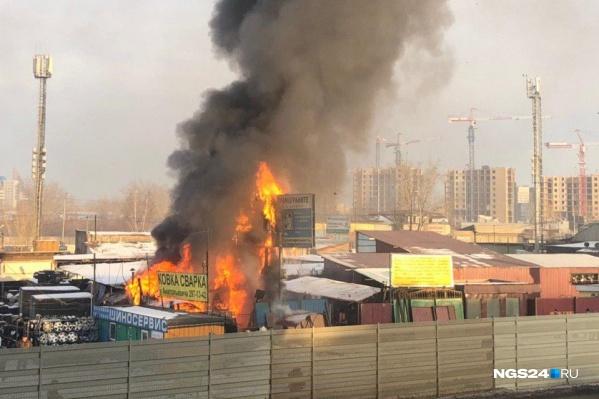 Сообщение о пожаре поступило около 15:00