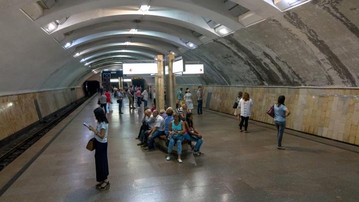 В метрополитене объяснили потрепанное состояние потолка на станции «Кировская»