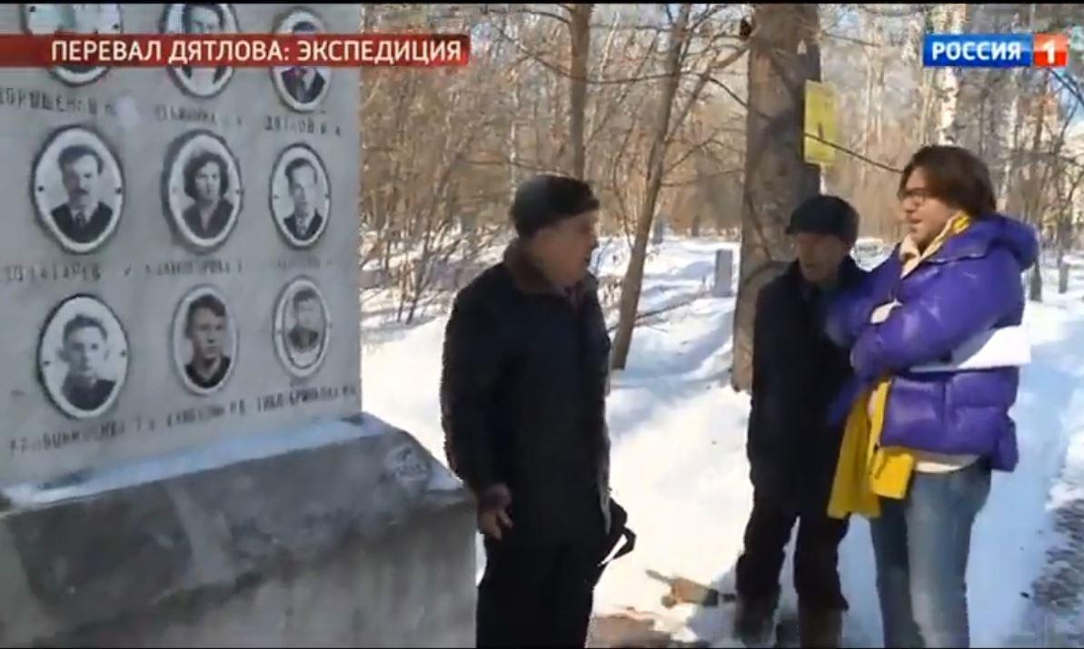 Мужчины встретились на кладбище