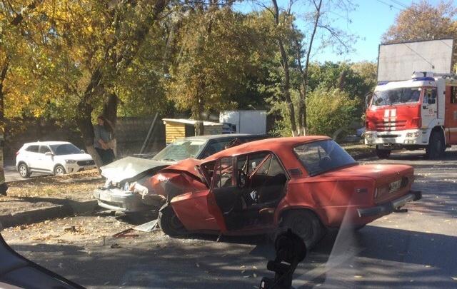 Зажало в машине: на Таганрогской произошло массовое ДТП