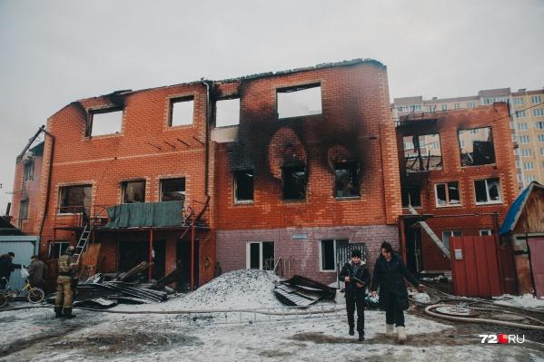 В трехэтажном доме располагались квартиры, которые хозяйка сдавала в аренду