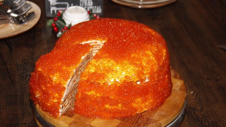 Блюда-мутанты: 7 самых смелых гастрономических сочетаний (внутри рамен-борщ, суши-бургер и икорный торт)