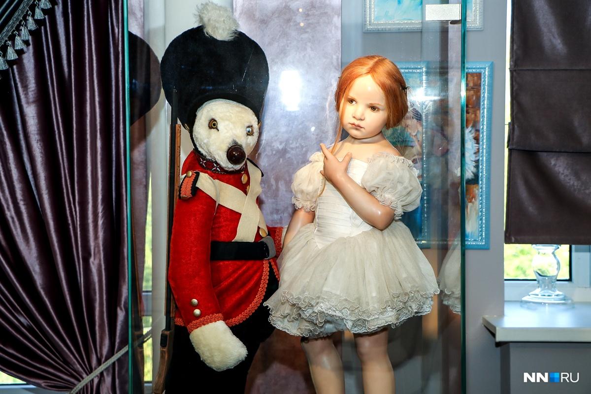 Эта балерина — образ первой балерины на Бродвее. Ее платье сшито в мастерских Большого театра