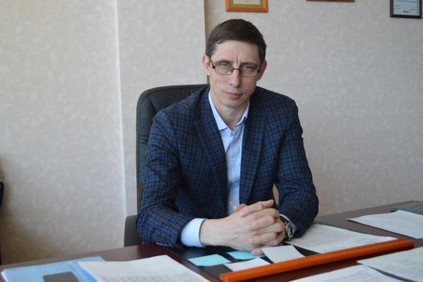 Мельников начинал свою карьеру в должности преподавателя физкультуры