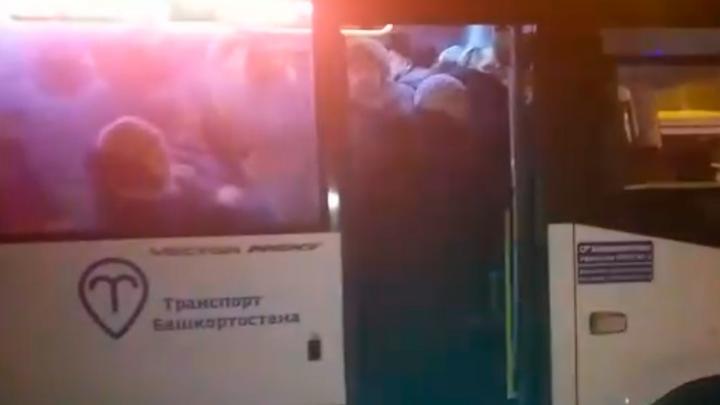 «Это просто геноцид от властей»: очевидцы сняли на видео последствия транспортной реформы в Уфе