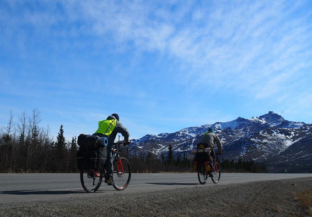 Пермяк с друзьями проехал 1600 километров велолыжной экспедиции по Аляске, пересек семь перевалов и огромный массив Белые горы