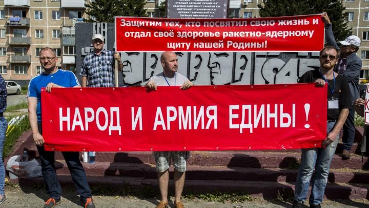 «Не делайте людей бомжами!»: сто жителей Пашино, у которых забирают квартиры, вышли на пикет