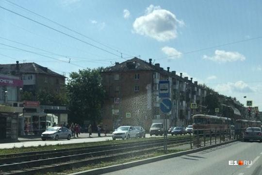 Из-за ДТП движение трамваев на Уралмаше остановилось