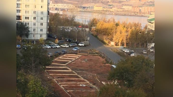 Аллею павильонов начали делать вопреки протестам жильцов в Белых росах