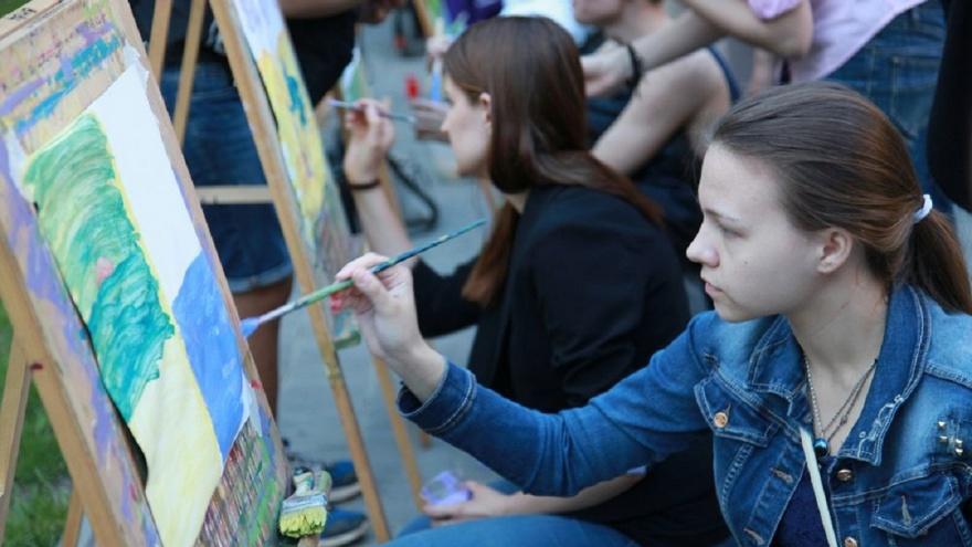 «Первой двадцатке дадим мольберты и краски»: волгоградцев зовут порисовать на улице Мира