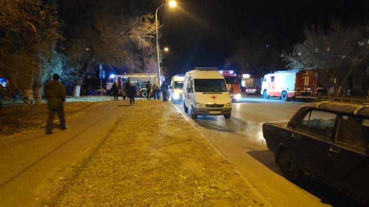 «Пытался поджечь мать»: на севере Волгограда вспыхнула квартира в многоэтажке