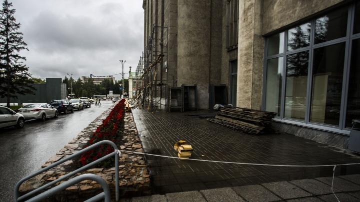 Себе не жалко: мэрия заказала ремонт фасада здания ещё на 14 миллионов рублей