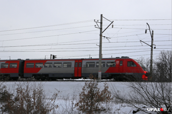 Поезд буксировали, когда на путях оказался пенсионер