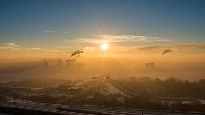 «Пусть ходят в противогазе»: новосибирских синоптиков обвинили в панике из-за дымки