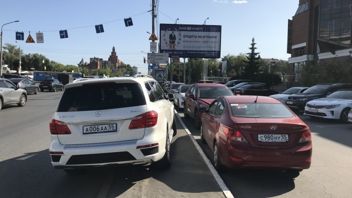 «Я паркуюсь как...»: дурной пример агента 006 и спорные решения водителей