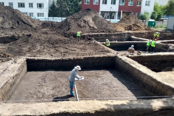За несколько месяцев работы на территории возле Фрунзенского моста археологи нашли много всего интересного