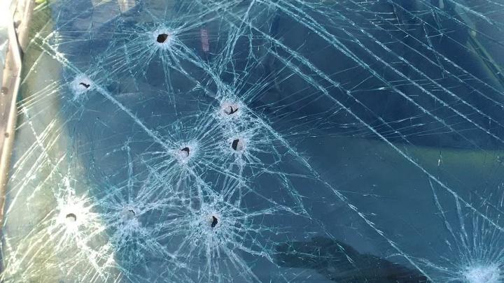 На Жуковского столкнулись две «Тойоты»: у одной из машин прострелено лобовое стекло