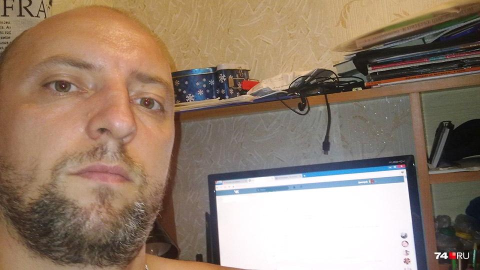 С Дмитрием мы общались дистанционно и попросили его прислать фотографию: он сделал вот такое селфи. Также он прислал некоторые документы по возбужденному против него уголовному делу