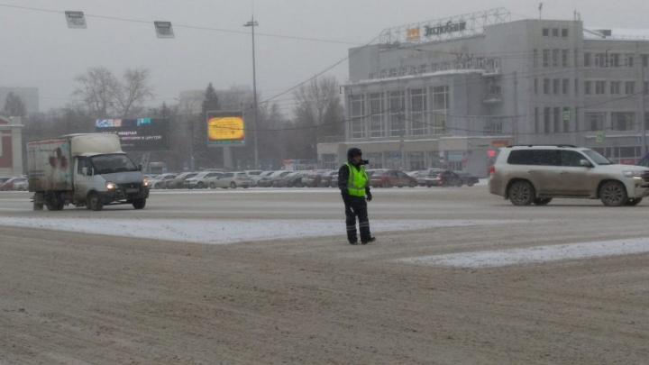 На ключевых перекрёстках Новосибирска отключились светофоры