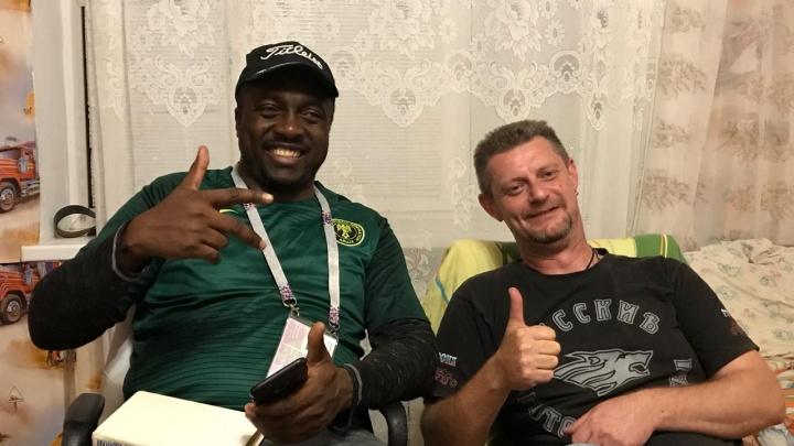 Байкер спас фаната из Нигерииот кассира-обманщика в Волгограде