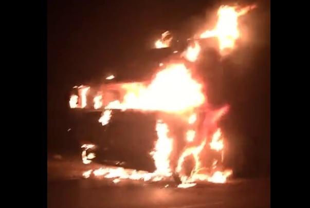В Волгограде на Третьей Продольной сгорел КАМАЗ: видео