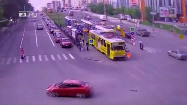 Почему взбесился трамвай на Ленина: объясняем на пальцах две ошибки водителя