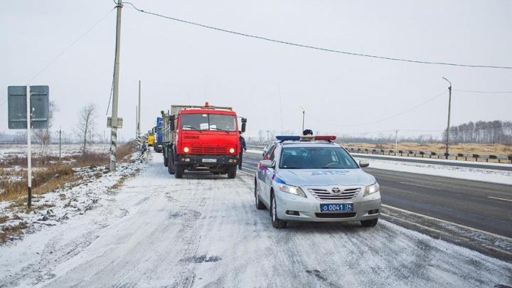Видимость снижена: на юге Челябинской области возникли проблемы с движением транспорта