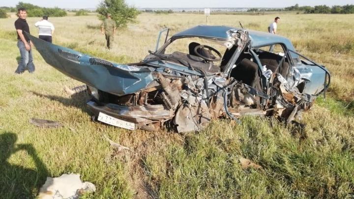 На смертельном километре волгоградской трассы в лобовом ДТП погибла семейная пара