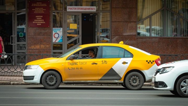 Опасный маршрут: в Ростове клиент забрал у таксиста машину и деньги