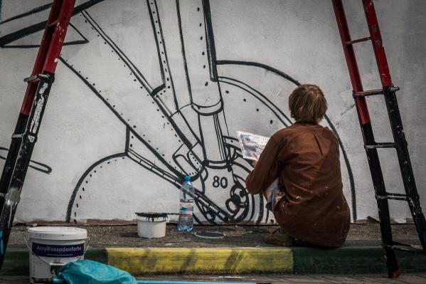 Художники расписывают кампус по ночам