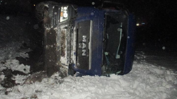 Фура лежала на боку: подробности страшной аварии с пострадавшими