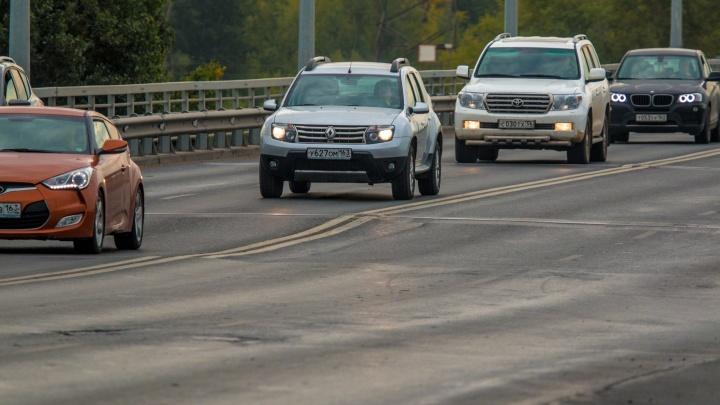 «Хоть снова ремонтируй!»: дорога на Южном мосту пошла волнами