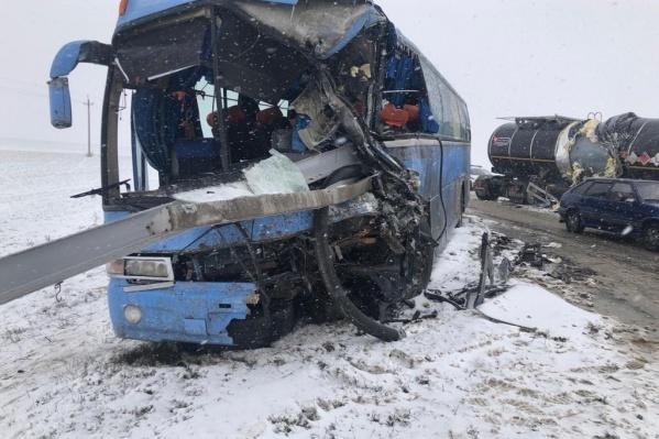 По словам пассажиров, жертв удалось избежать благодаря водителю автобуса