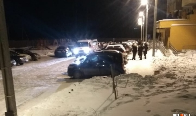 Подростка, выпавшего с балкона восьмого этажа, перевели в девятую больницу Екатеринбурга