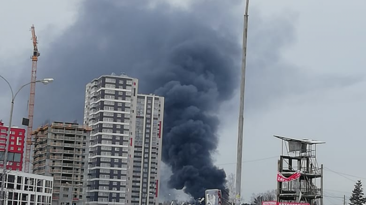 Крупный пожар на складе с пластмассой на Сортировке потушили