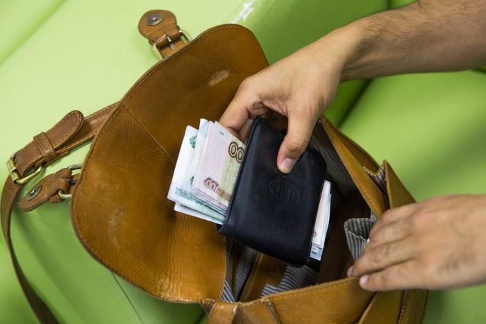 Мужчина похитил деньги, которые ранее отдал организатору свадьбы за её работу