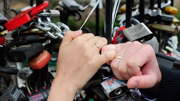 В Госдуму внесли закон, который приравняет пять лет сожительства к законному браку