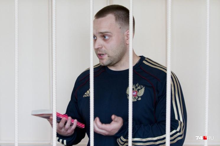 Бывший следователь отдела по особо важным делам СК Александр Козлов обвиняется в получении взятки в особо крупном размере