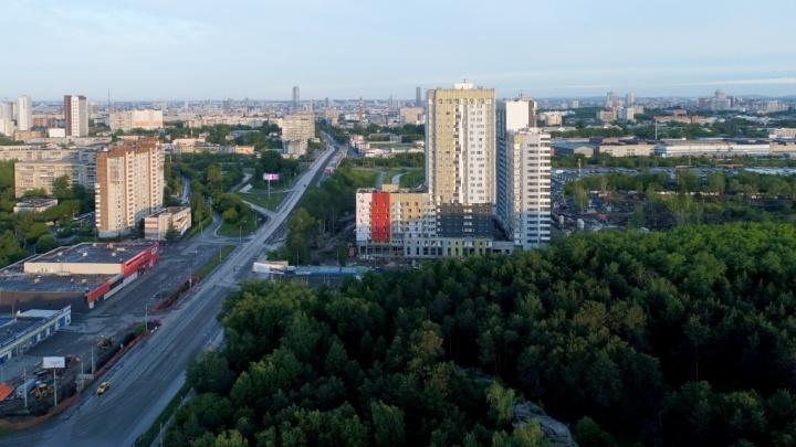 «Рядом с парком будет ещё один парк»: за Малышевским мостом развернулась грандиозная стройка