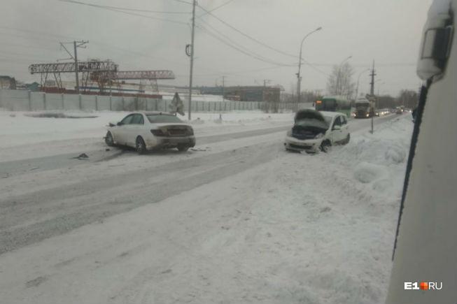 На дорогах было много ДТП. Так, на Селькоровской (это Вторчермет)столкнулись «Ниссан-Ноут» и «Мерседес»