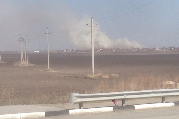 Огромные клубы дыма очевидцы заметили издалека