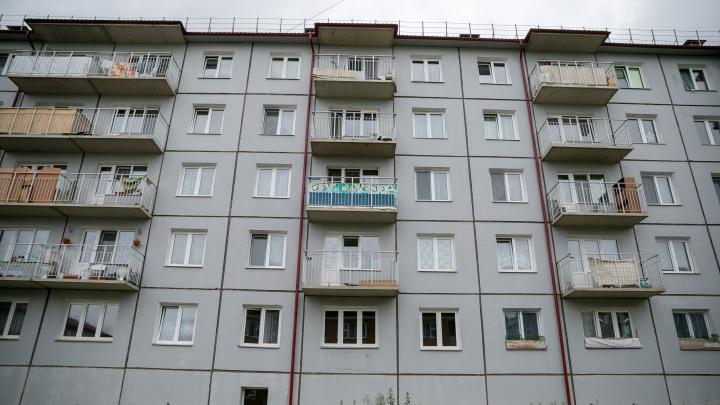 В Канске в подъезде жилого дома после словесного конфликта убили мужчину
