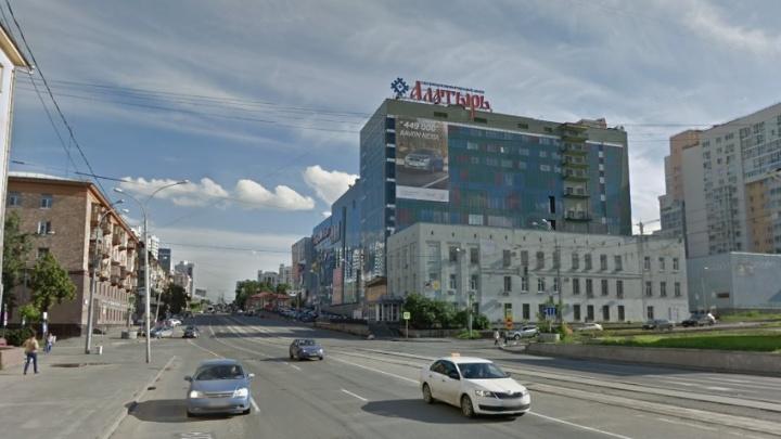 В центре Екатеринбурга огородят заборами четыре перекрестка за 2 миллиона рублей