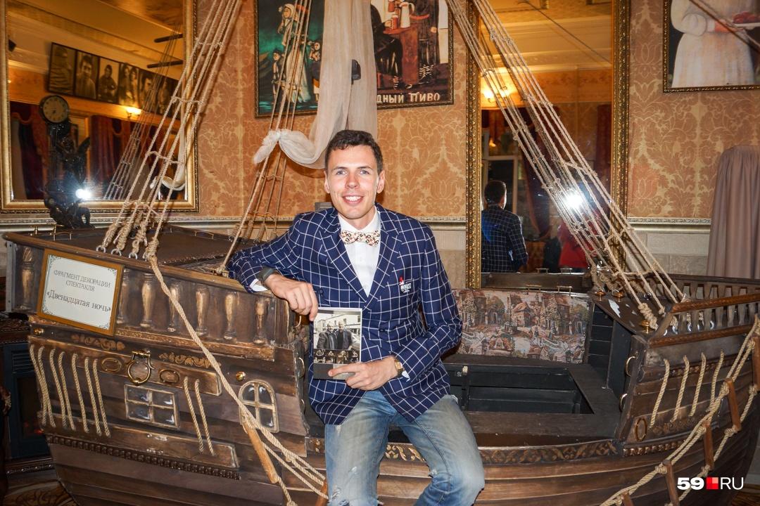 Молодой театральный критик из Севастополя Дмитрий Кириченко первый в России защитил кандидатскую по творчеству МакДонаха и подарил его театру«У моста»